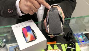 Soporte de móvil Klack para coche con carga inalámbrica